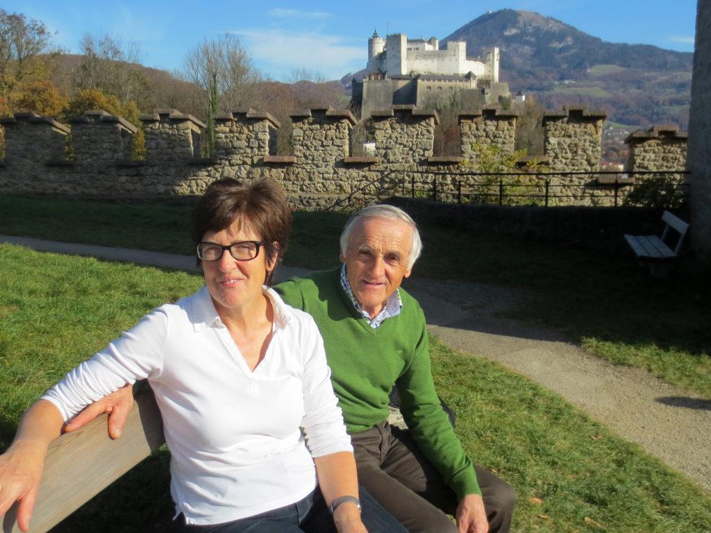 Barbara und Adam Rettensteiner vor der Festung Hohensalzburg, 2019